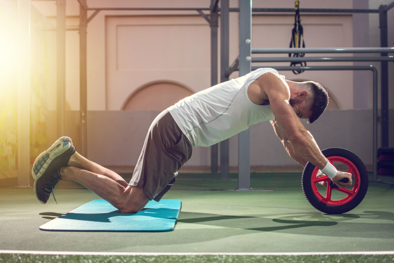 Mann beim Core Training | Dein Personal Trainer Berlin