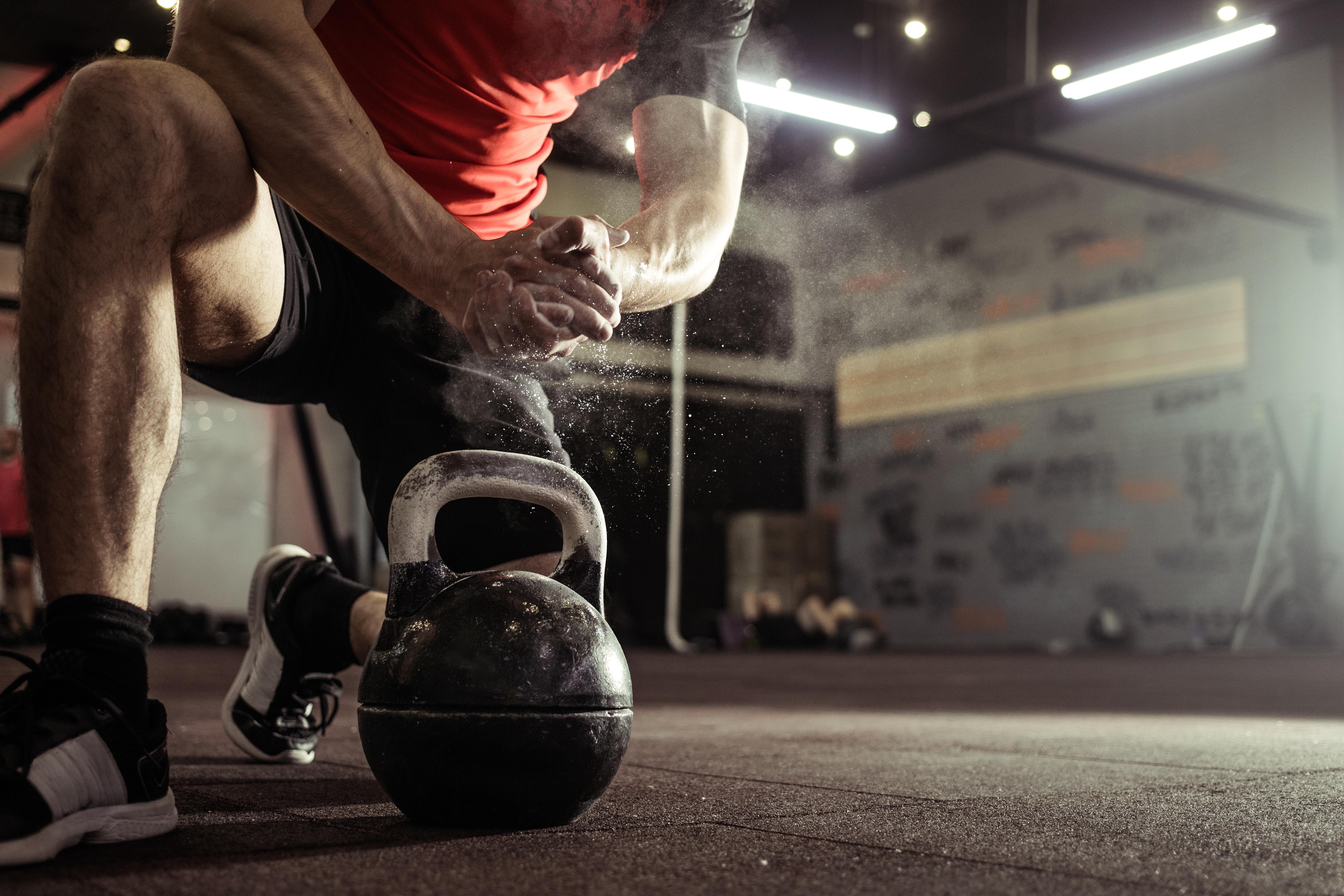 Mann beim Crossfit | Dein Personal Trainer Berlin