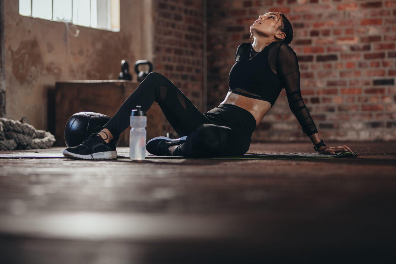 Frau beim High intensity intervall Training | Dein Personal Trainer Berlin