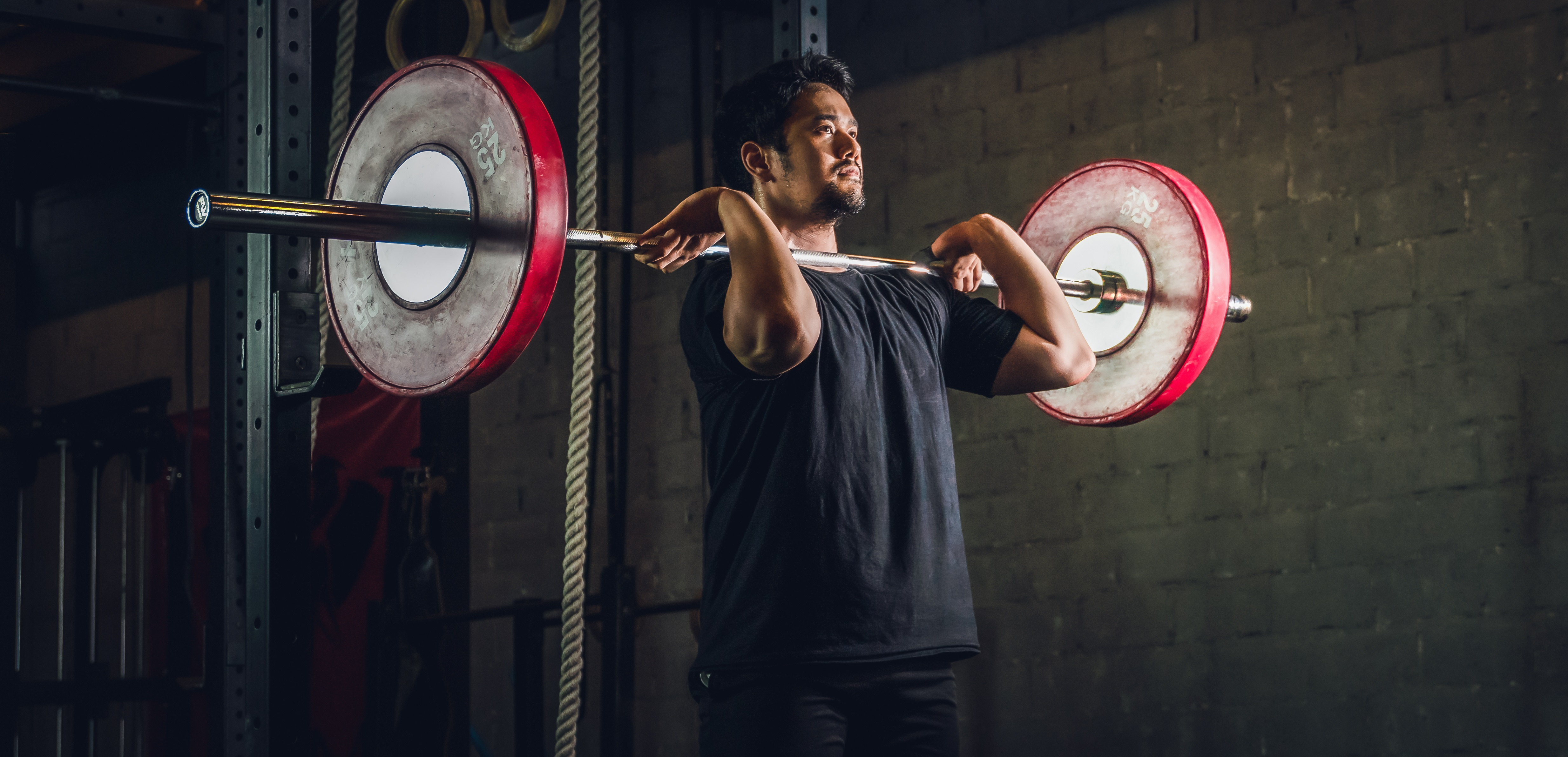 Mann beim Training für Rumpfmuskulatur | Dein Personal Trainer Berlin